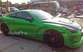 Siêu xe Nissan GT-R nổi bật trong bộ áo crôm xanh lá
