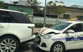 """Đà Nẵng: Range Rover biển """"tứ quý 9"""" bị taxi húc vào đuôi"""