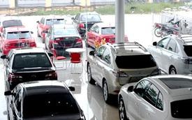 """Không còn """"ồ ạt"""" sắm ô tô, lượng xe tiêu thụ giảm mạnh gần 50%"""