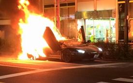 Lamborghini Aventador bốc cháy dữ dội tại Nhật Bản