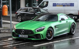 Siêu xe Mercedes-AMG GT R đầu tiên xuất hiện trên phố