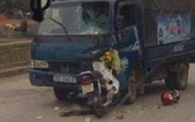 Xe tải đấu đầu xe máy, chồng chở vợ mang thai tử vong
