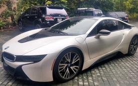 """Thiếu gia 9X """"đập hộp"""" BMW i8 đầu tiên tại Quảng Bình"""