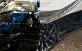 BMW i8 màu xanh ngọc nằm phủ bạt sau tai nạn tại Hà Nội
