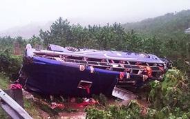 Lật xe khách, 2 người tử vong và 14 nạn nhân bị thương