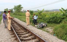 Băng qua đường sắt, người đàn ông bị tàu hàng đâm tử vong