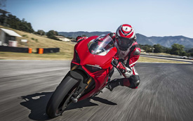 Ducati Panigale V4 - Siêu mô tô mạnh nhất lịch sử
