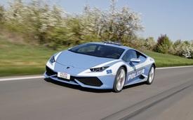 """Cảnh sát Ý dùng siêu xe """"cây nhà, lá vườn"""" Lamborghini Huracan làm ô tô tuần tra"""