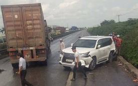 """Tai nạn liên hoàn giữa 4 xe trên quốc lộ 5, """"chuyên cơ mặt đất"""" Lexus LX570 vỡ đầu và đuôi"""