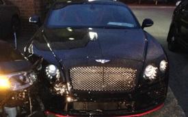 Mất ngủ 3 ngày liền, người đàn ông lái xe đến đại lý ô tô rồi đâm hỏng 2 chiếc Rolls-Royce và Bentley