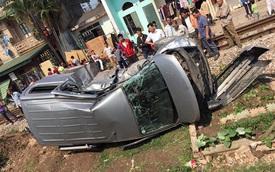 Bắc Giang: Tàu hoả đâm suýt gẫy xe Hyundai Starex