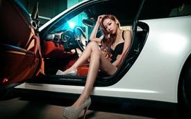 Cô nàng sexy bên Porsche 911 Carrera 4S