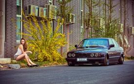 Cô nàng chân dài, eo thon khoe sắc bên xế độ BMW E34