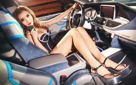 Cô nàng khoe đường cong nóng bỏng bên Audi độ lạ