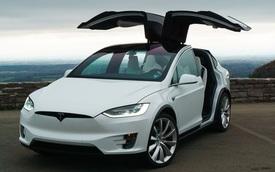 Tesla bị kiện vì Model X tự động tăng tốc, đâm nát gara nhà chủ nhân