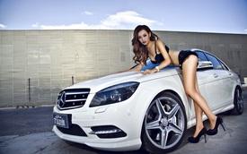 Cô nàng chân dài khoe dáng bên Mercedes-Benz C250