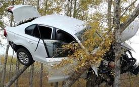 Hiện trường vụ tai nạn ô tô khiến ai cũng phải tò mò