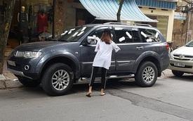 Hà Nội: Mitsubishi Pajero Sport đỗ bên lề đường bị dán đầy băng vệ sinh lên kính