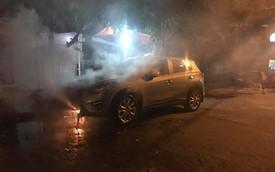 Quảng Ninh: Đỗ trên viên than tổ ong, Mazda CX-5 bị cháy gầm và đầu xe