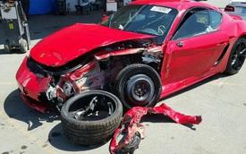 Không chỉ hỏng nặng sau tai nạn, xe tiền tỷ Porsche 718 Cayman 2017 còn bị chủ bỏ rơi