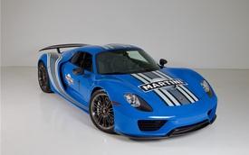 """Porsche 918 Spyder đầu tiên trên thế giới mang bộ áo Voodoo Blue chuẩn bị được cho """"lên sàn"""""""