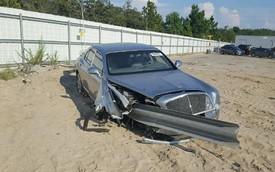 Xe siêu sang Bentley Mulsanne bị dải ta-luy đâm xuyên từ đầu đến đuôi vẫn có người mua