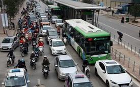 Hà Nội lắp thí điểm dải phân cách cứng cho buýt nhanh