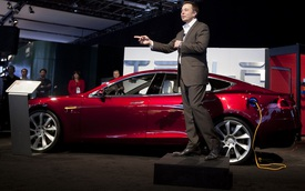 """Tesla """"nướng"""" hàng tỷ đô vào ô tô điện mà không kiếm được 1 xu nhưng vẫn khiến các hãng xe muốn học theo"""