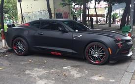 Chevrolet Camaro 2017 xuất hiện trên phố Sài thành với ngoại thất đen nhám cá tính