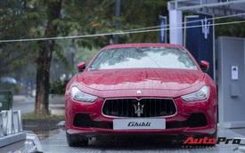 """Xe sang Maserati Ghibli """"tắm mưa"""" tại Hà Nội"""