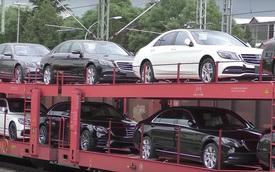 Bắt gặp đoàn tàu chở hơn 100 chiếc xe sang Mercedes-Benz S-Class 2018