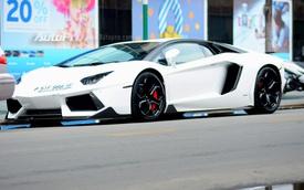 Tay chơi Sài thành chi hơn 200 triệu Đồng độ lại ngoại thất siêu xe Lamborghini Aventador