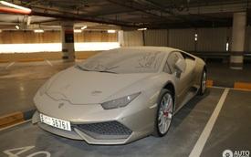 Đến siêu xe như Lamborghini Huracan cũng bị chủ bỏ rơi, phủ đầy bụi trong bãi đỗ
