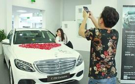 Lộ ảnh Trường Giang và Nhã Phương tậu xe sang Mercedes-Benz C250 1,68 tỷ Đồng