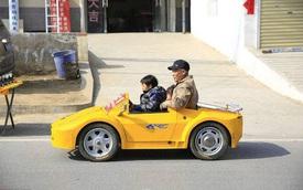 """Tự chế dàn xe Lamborghini để đưa cháu đi học cho """"oách"""""""
