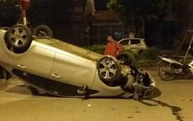"""Hà Nội: Tài xế chạy tốc độ cao, mất lái, Kia Rio """"ngửa bụng"""" trên phố"""