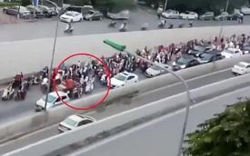 """""""Ninja"""" đi ngược chiều, một mình gây ách tắc cả đoạn hầm lớn tại Hà Nội"""