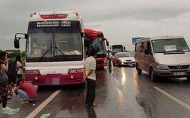 Hai xe khách tông nhau bẹp dúm trên cao tốc Pháp Vân - Cầu Giẽ, 10 người bị thương