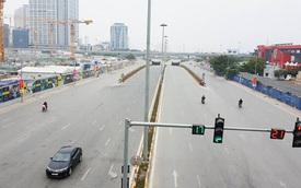 Hà Nội: Một mình một đường vẫn dừng đèn đỏ sáng mùng 1 Tết