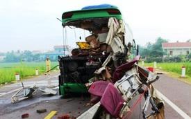 Hiện trường xe khách biến dạng, 5 người chết ở Bình Định