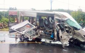 2 xe khách tông nhau trên quốc lộ, 14 người thương vong