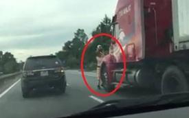Bắt khẩn cấp tài xế container hất văng chiến sỹ CSGT xuống đường, nguy kịch