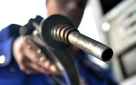 Giá xăng tăng 600 đồng, vượt mức 17.000 đồng/lít
