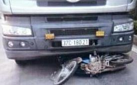 Bố và con gái 8 tuổi tử nạn thương tâm dưới bánh xe tải