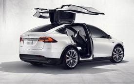 """Mercedes-Benz bí mật thuê xe Tesla Model X về """"phá"""" nhưng trả lại trong tình trạng hỏng hóc"""