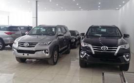 """""""Khan hàng"""", giá Toyota Fortuner tăng vọt 200 triệu đồng tại đại lý"""