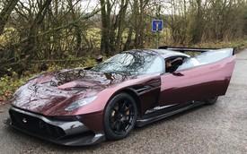 """""""Quái vật"""" Aston Martin Vulcan đầu tiên lăn bánh hợp pháp trên phố"""