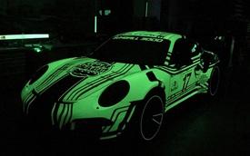 Choáng với bộ cánh ngoại thất phát sáng trong đêm của chiếc Porsche 911 GT3 RS