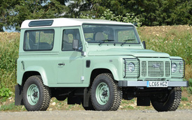 """""""Mr. Bean"""" bán Land Rover Defender phiên bản cuối cùng, giống xe ở Việt Nam"""