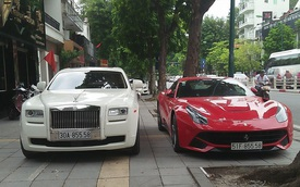 Hà Nội: Ferrari F12 Berlinetta và Rolls-Royce Ghost biển gần giống hệt nhau thả dáng trên vỉa hè